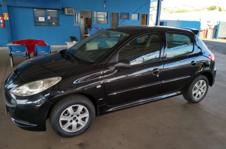 PEUGEOT 207 1.4 XR 8V FLEX 4P MANUAL Usado