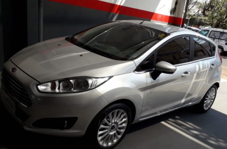 FORD FIESTA HATCH 1.6 TITANIUM HATCH 16V FLEX 4P MANUAL Usado