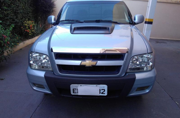 CHEVROLET S10 2.4 MPFI ADVANTAGE 4X2 CS 8V FLEX 2P MANUAL Novo