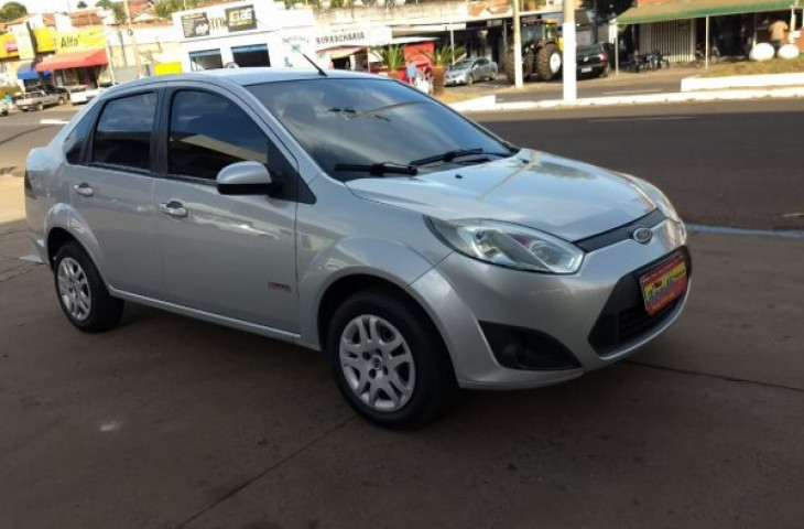 FORD FIESTA SEDAN 1.6 MPI SEDAN 8V FLEX 4P MANUAL Usado