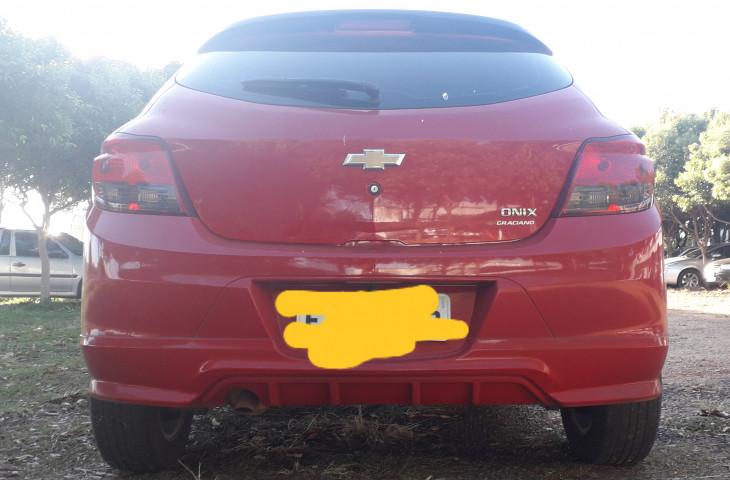Chevrolet Onix Vermelho Flex 2015 Usado