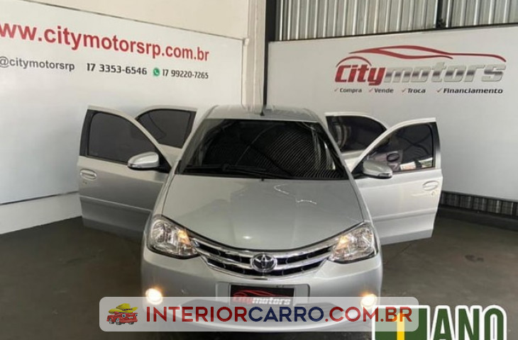 TOYOTA ETIOS HATCH 1.5 PLATINUM 16V FLEX 4P MANUAL Usado